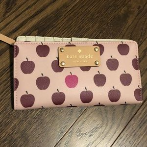 Kate Spade Apple Wallet